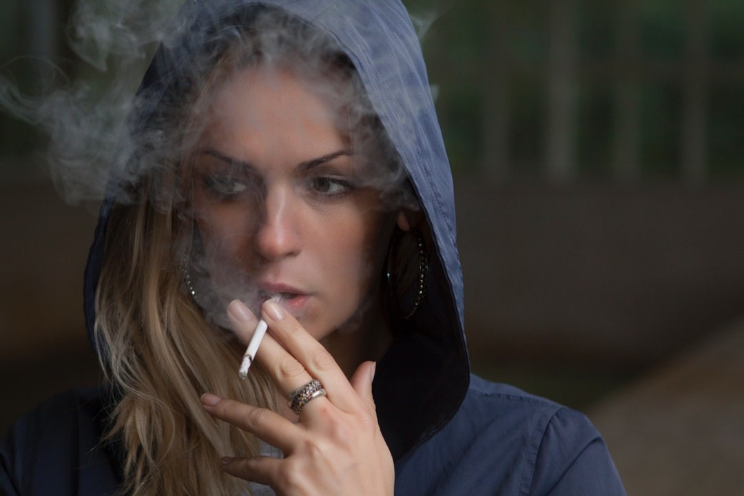 Vaping vs Smoking: Why You Should Drop the Cigarettes for a Vape